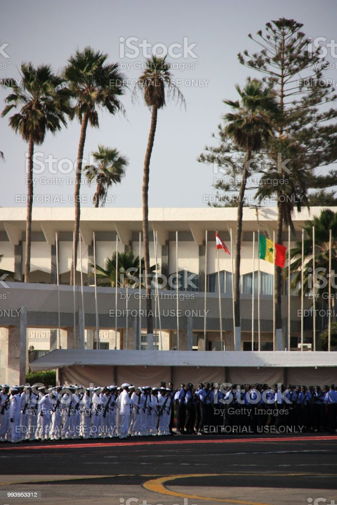 Das forças armadas senegalesas, esperando por um convidado do estado no Aeroporto Internacional de Dakar - foto de acervo