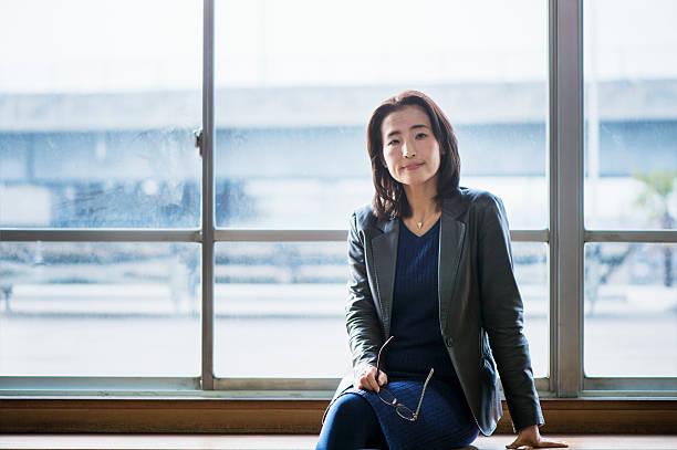 Adulto mayor Retrato de mujer de negocios - foto de stock