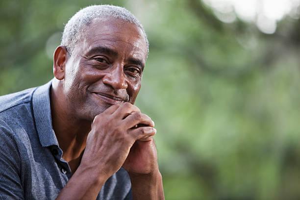 senior afrikanischen amerikanischen mann - einzelner senior stock-fotos und bilder