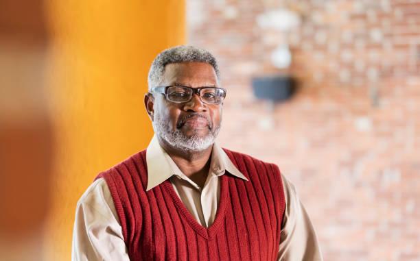 senior african-american man, eyeglasses and sweater vest - pensionati lavoratori foto e immagini stock