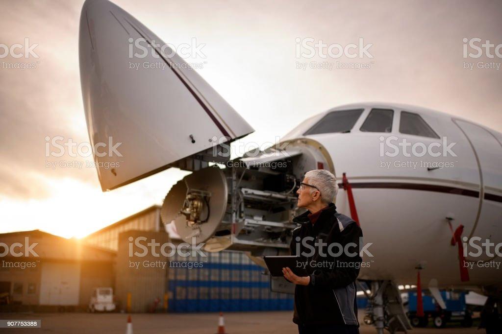 Leitender Flugzeugmechaniker – Foto