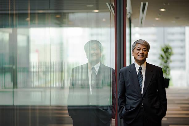アジアの老人ビジネスエグゼクティブ - ビジネスポートレート ストックフォトと画像