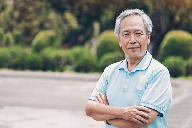 Senior Asian ethnicity man Portrait of a senior Chinese ethnicity man in a park 65 69 years stock pictures, royalty-free photos & images
