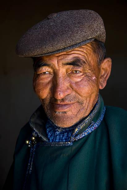senior asiatischen mann mit hut - rawpixel stock-fotos und bilder