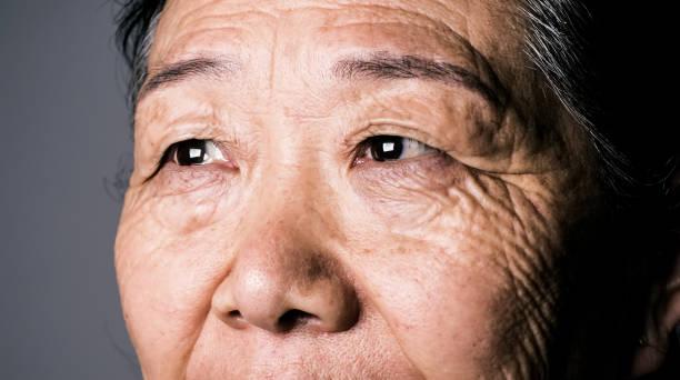 Hochrangige asiatische Frau Auge – Foto