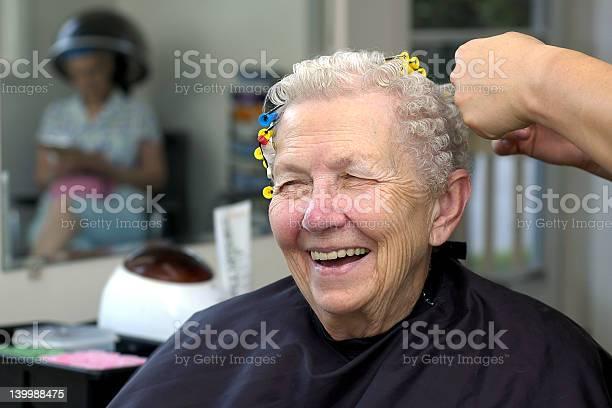 Senior Im Beauty Salon Stockfoto und mehr Bilder von Alter Erwachsener