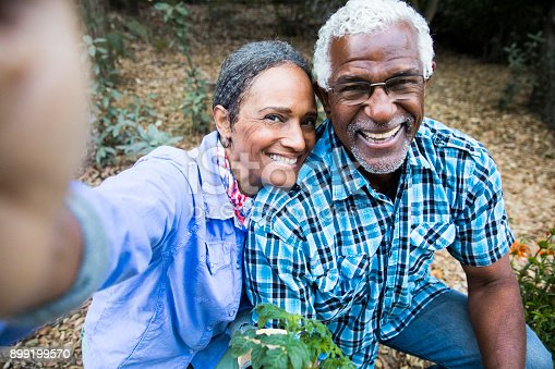 istock Senior Black Couple Gardening Taking a Selfie 899199570