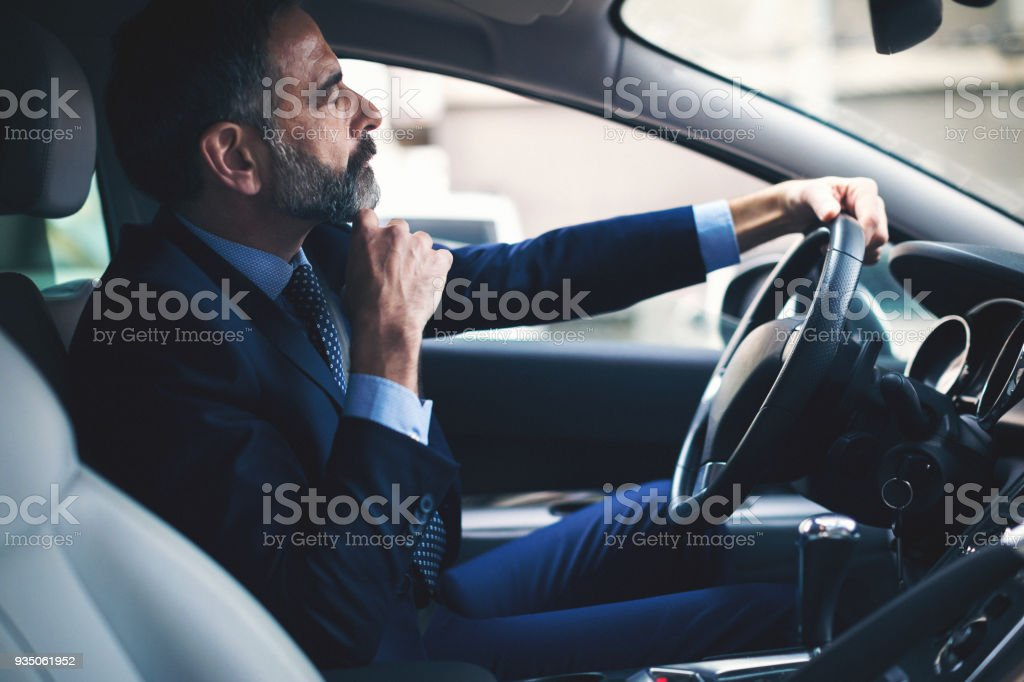 Leitenden Geschäftsmann mit seinem Auto – Foto