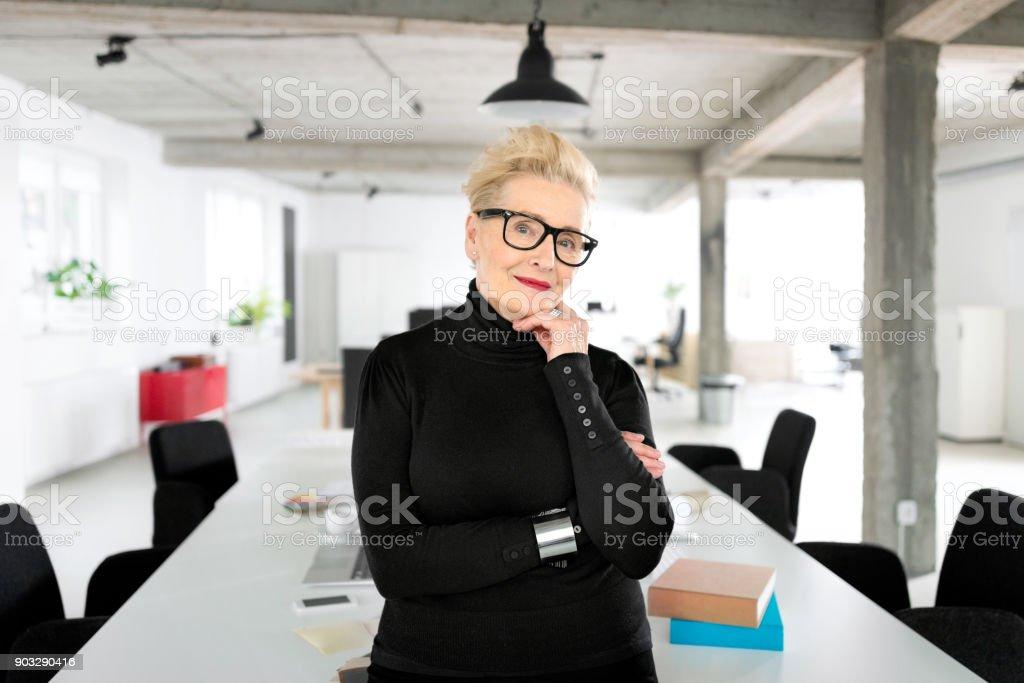 Senior Geschäftsfrau im studio – Foto