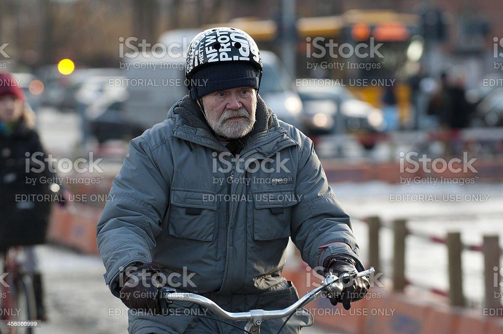 Senior ciudadano paseos en bicicleta - Foto de stock de 60-69 años libre de derechos