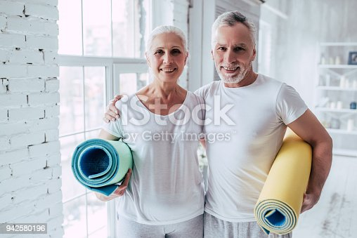 942580016istockphoto Senior couple at home 942580196