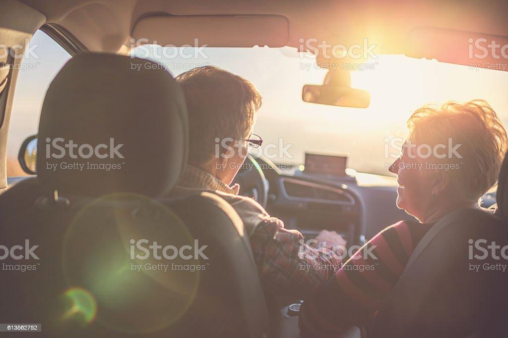 Altes Paar genießen eine Fahrt – Foto