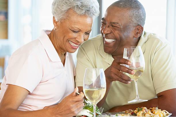 Couple Senior ayant le déjeuner au Restaurant - Photo
