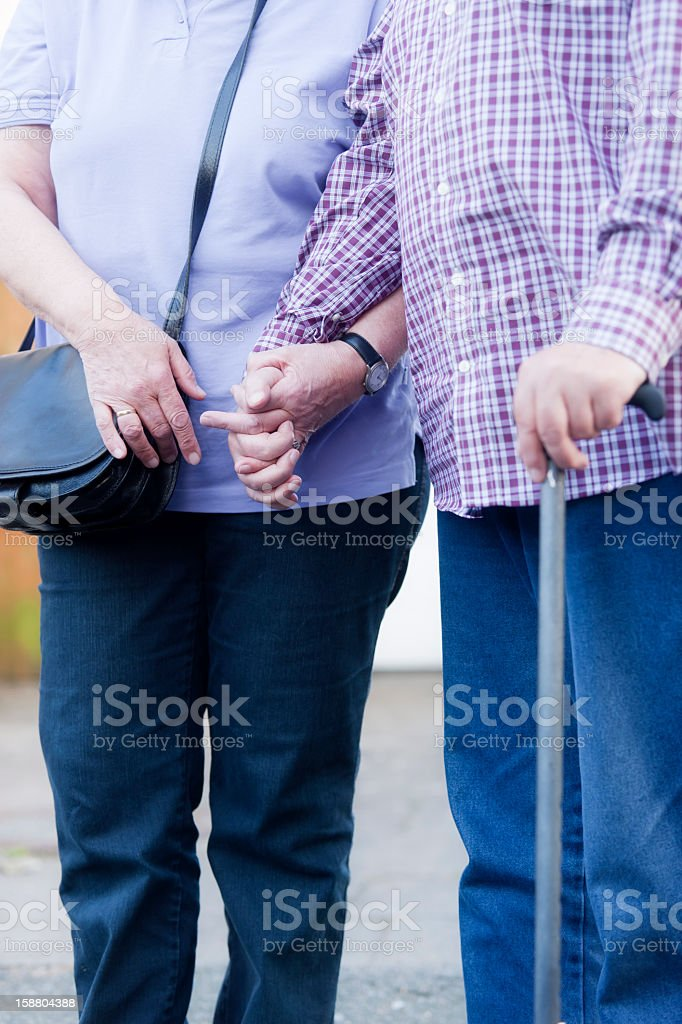 Senior couple holding hands – Foto