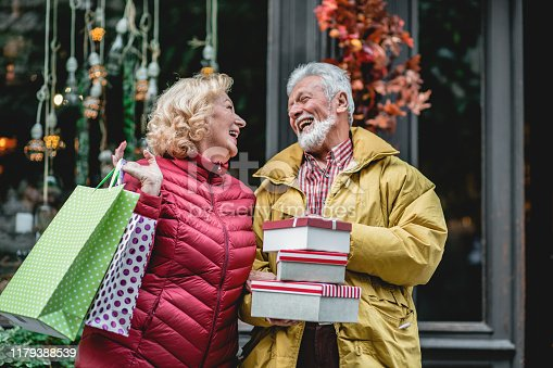 817549606 istock photo Senior couple in Christmas shopping 1179388539