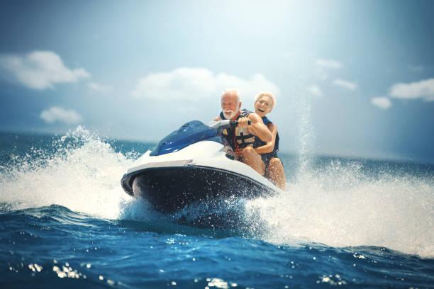 Seniorenpaar Jetski. – Foto