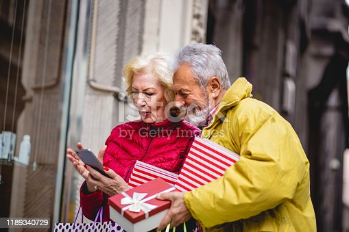817549606 istock photo Senior couple looking for Christmas presents 1189340729