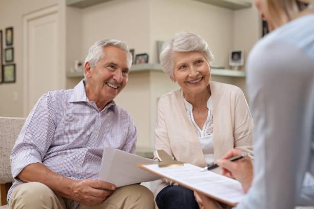 senior couple meeting financial advisor - casa reforma imagens e fotografias de stock