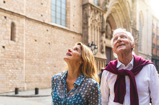 istock Senior couple of tourists visiting the old town in Barcelona 1039193758