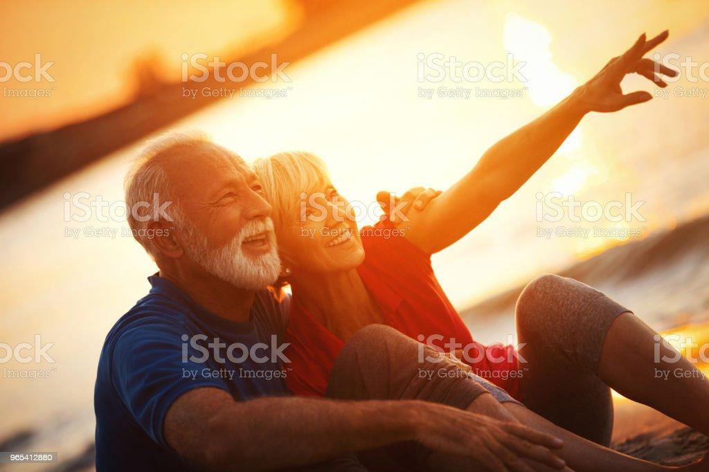 Casal sênior em uma noite romântica - Foto de stock de 50 Anos royalty-free