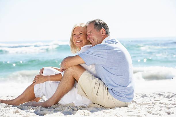 senior couple on holiday - mid volwassen koppel stockfoto's en -beelden