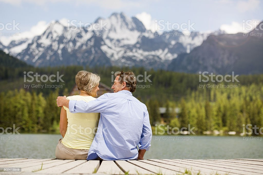 Senior Paar am pier Lizenzfreies stock-foto