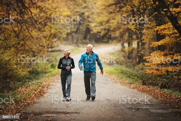 Senior couple power walking in a park picture id899471412?b=1&k=6&m=899471412&s=612x612&h=yc ajlfitpahutfo6m emyhzpdgfji2 gosvije4aya=