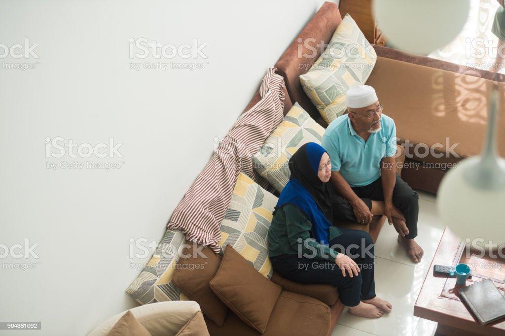Senior paar ontspannen in hun huis - Royalty-free 60-69 jaar Stockfoto