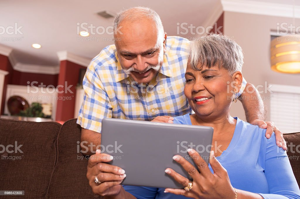 Senior couple using digital tablet computer at home. photo libre de droits