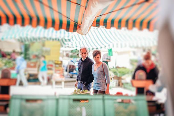 senior couple visiting farmer's market, tübingen, germany - sommerferien baden württemberg stock-fotos und bilder