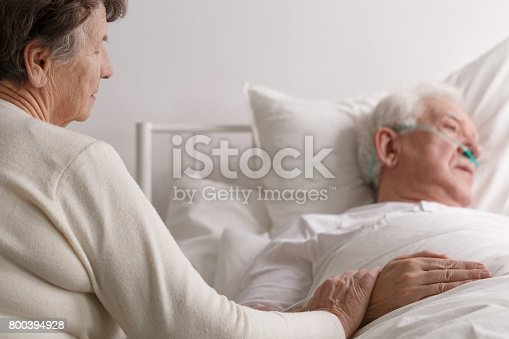 886711404 istock photo Senior couple's last moments 800394928