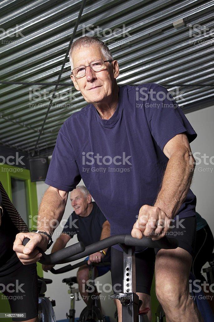 Senior Radfahren in der Gruppe – Foto