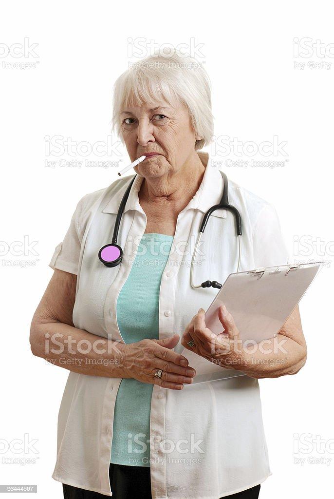 Alter Arzt mit einer Zigarette im Maul Lizenzfreies stock-foto
