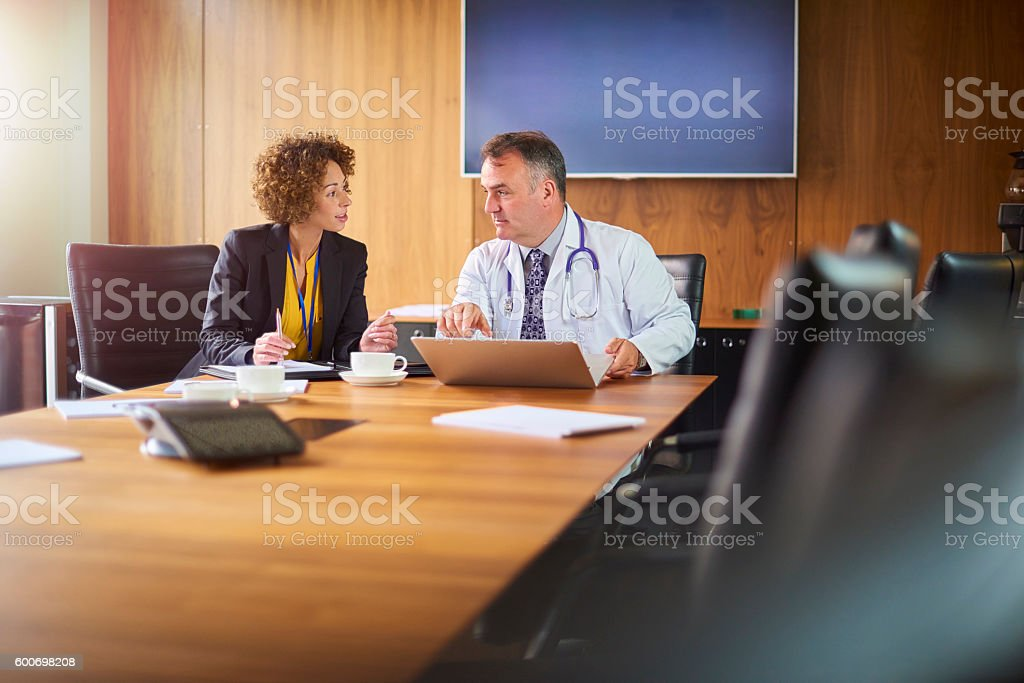 senior doctor with administrator - foto de stock
