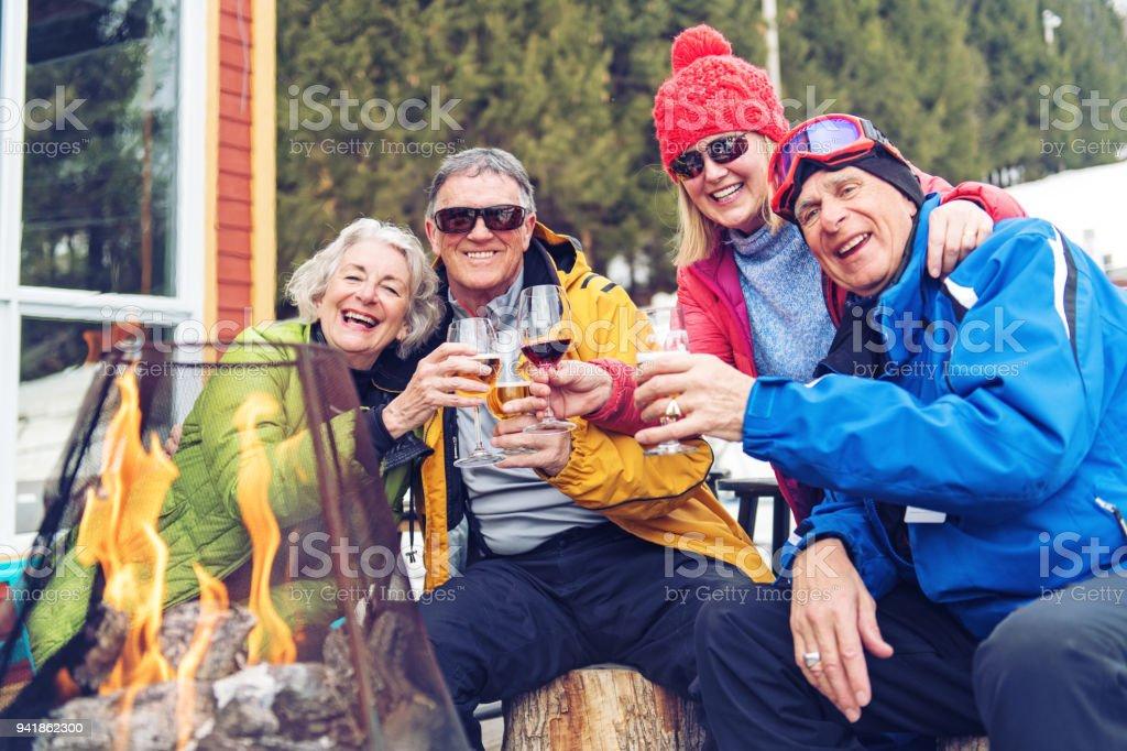 Senior-Freunde bei einem Skitag – Foto