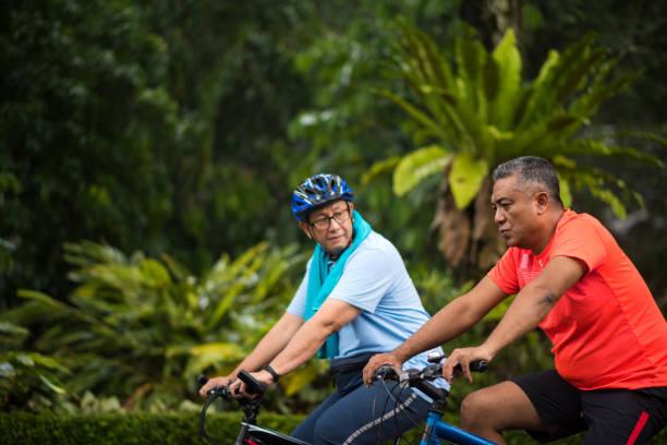 Senioren Freunde, die einen gesunden Lebensstil zu genießen – Foto