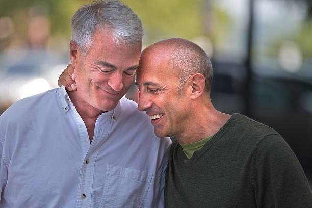 Senior Gay Male Couple Affectueux, tendre et bien ensemble - Photo