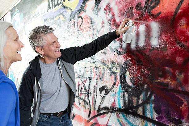 senior graffiti - heiratssprüche stock-fotos und bilder