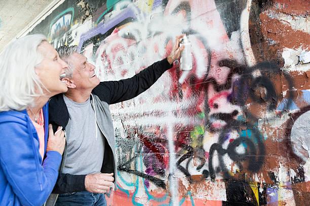 senior graffiti - spaß sprüche stock-fotos und bilder