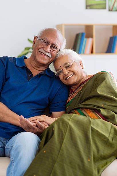 senior indian couple - indiase cultuur stockfoto's en -beelden
