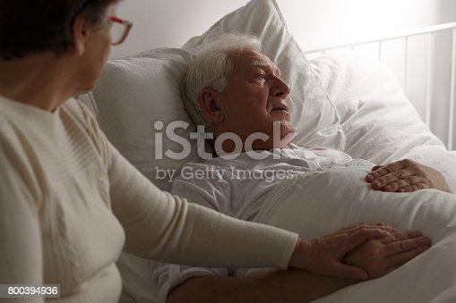 909569706istockphoto Senior last moments in hospital 800394936
