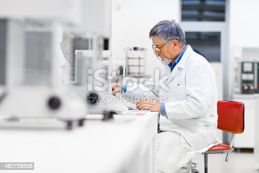 istock Senior male researcher carrying out scientific research in a lab 482759508