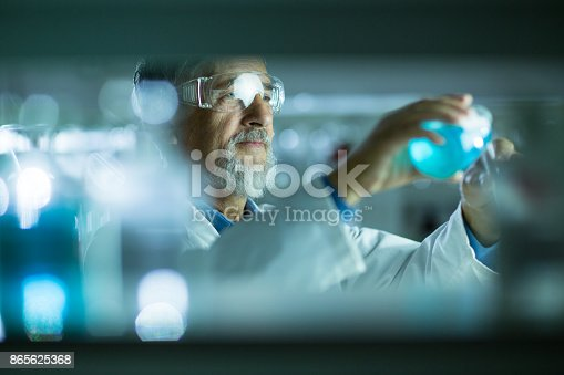 661098200istockphoto Senior male researcher carrying out scientific research in a lab 865625368