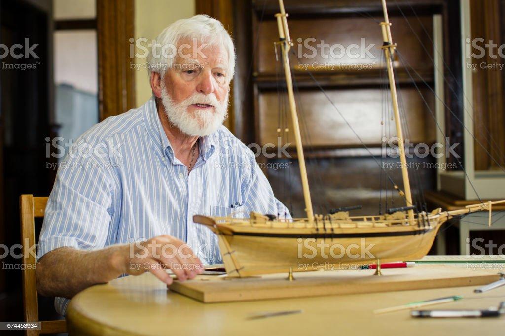 Último homem edifício veleiro modelo artesanal em sua loja - foto de acervo
