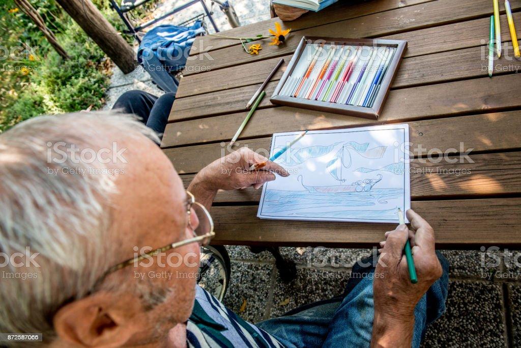 Photo Libre De Droit De Senior Homme Une Esquisse De