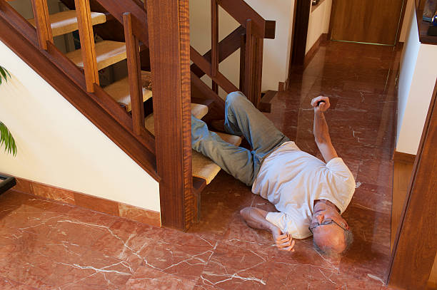 Senior man fell down the stairs - foto de stock