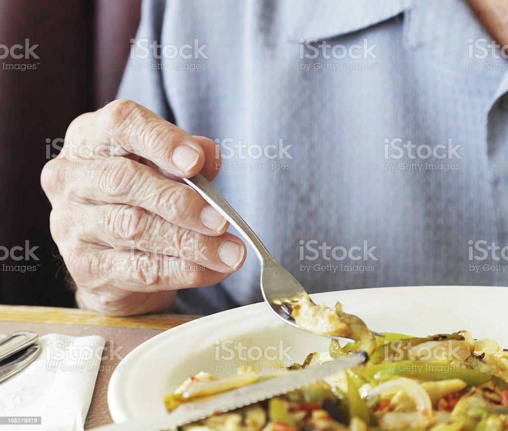 Alter Mann Hände halten Frühstück Fork Nahaufnahme – Foto