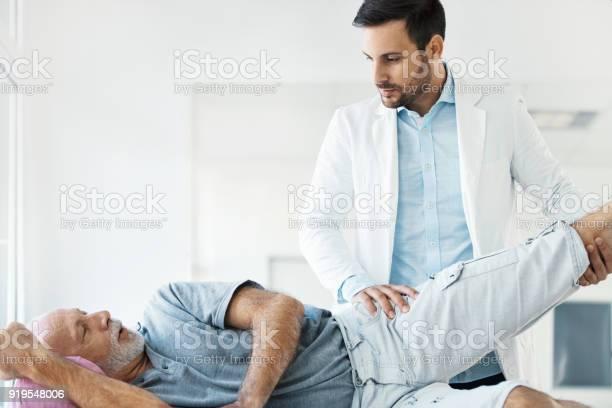 Senior Woman Die Ärztliche Untersuchung Stockfoto und mehr Bilder von 60-69 Jahre