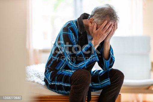 1162960006 istock photo Senior man holding head in hands in despair 1253272632