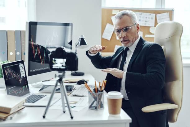 Senior Mann im eleganten Business-Anzug – Foto